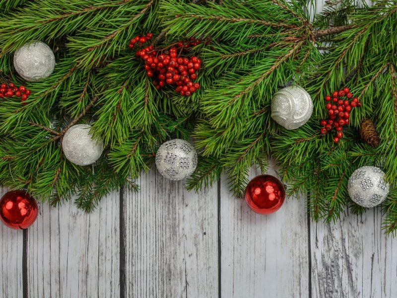 6 idei de ornamente de brad personalizate