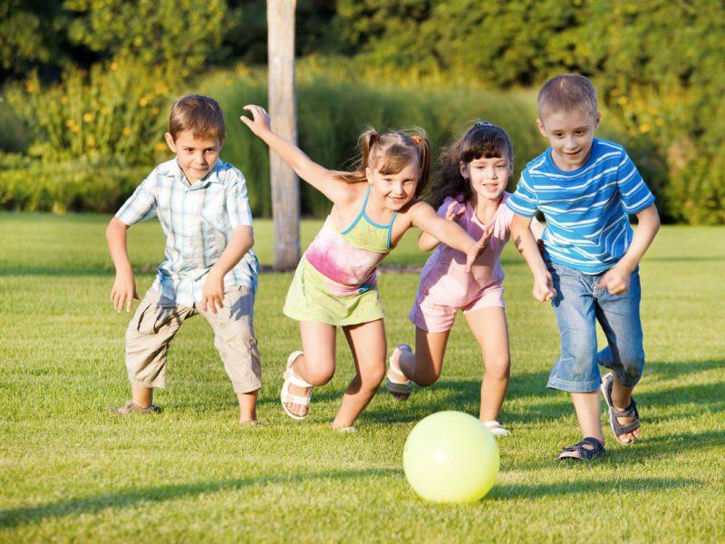Idei de jocuri si activitati distractive in aer liber pentru copii